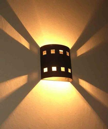 L mparas de pared para tu jard n conchi decoraci n for Lamparas para iluminar patios